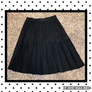 Jones Wear pleated black skirt